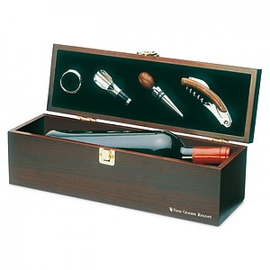 Wine set in wine box, wood