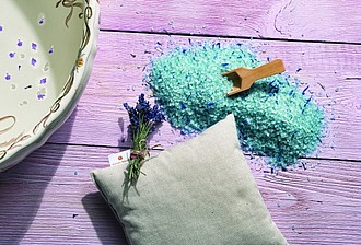 VS KOHALA lavender set of a fragrant pillow and bath salts